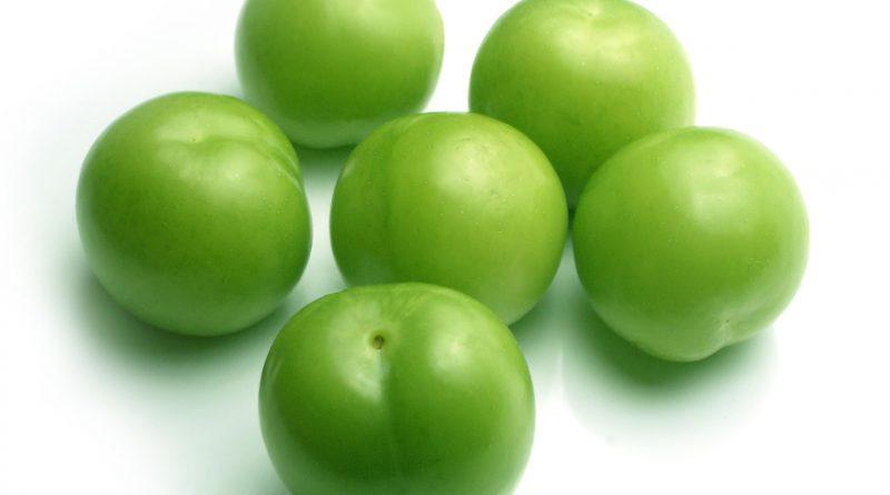 zeleni slivi, plodove